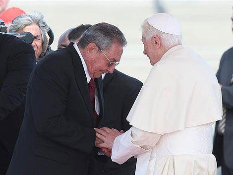 Raúl Castro dio la bienvenida a Benedicto XVI en su visita a Cuba