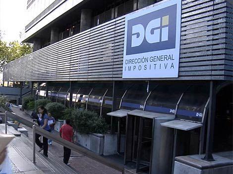 Dos empresarios y un escribano procesados por estafa a DGI