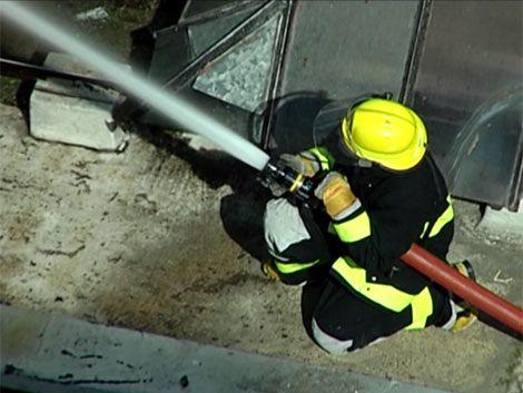 Un ómnibus de COETC incendiado y tres dañados