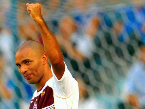 Regueiro convirtió 2 goles para la victoria de Lanús