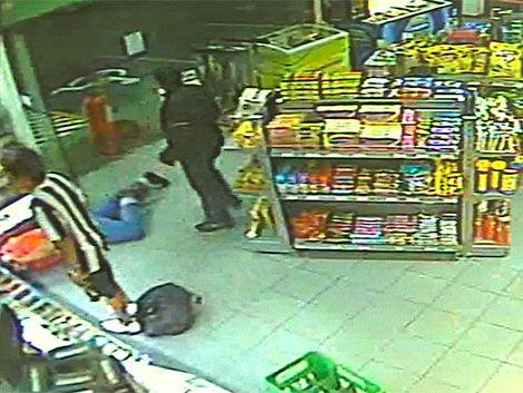 Una estación de servicio fue asaltada por 5 delincuentes armados