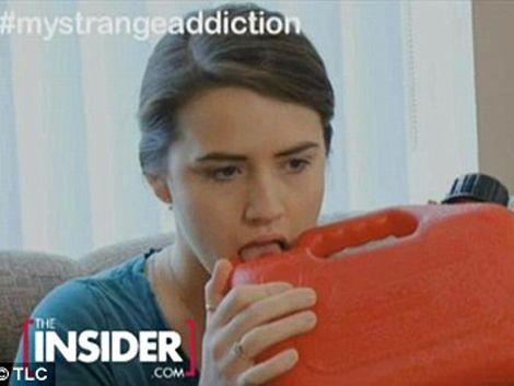 Joven británica confiesa que es adicta a beber gasolina