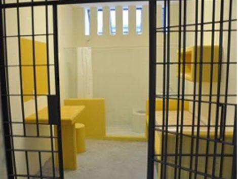 Policías procesados por maltrato y abuso a reclusos en Las Rosas