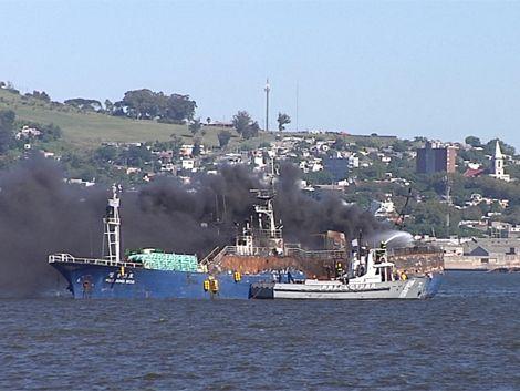 Encuentran los cuerpos de los tripulantes del pesquero incendiado