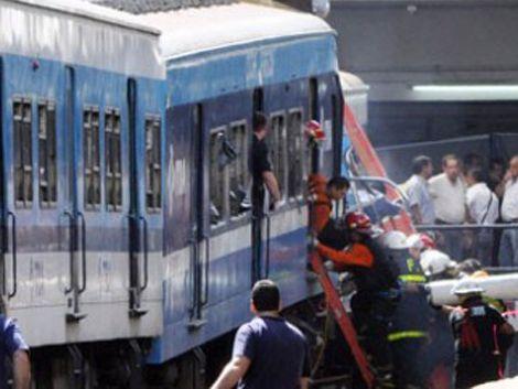 Otro tren de la desgracia en Argentina: atropelló un bus escolar