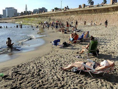 Un domingo de playa y un lunes con más calor