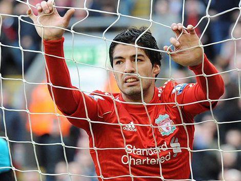 La inspiración de Van Persie pudo con el Liverpool de Suárez