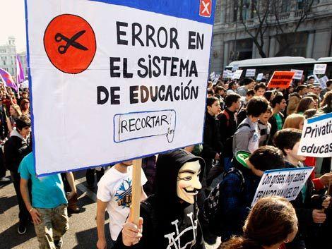 Estudiantes y trabajadores se manifiestan contra recortes