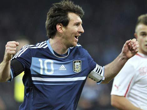 Messi hizo los 3 goles de la victoria de Argentina frente a Suiza