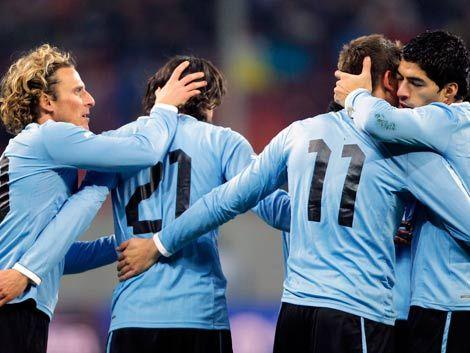 Uruguay empató con Rumania 1 a 1 y alcanzó récord