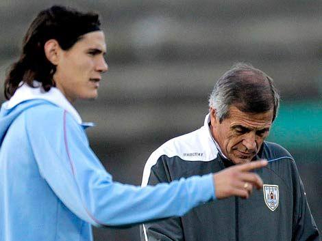 Tabárez dijo que Cavani debería estar en Inglaterra o España