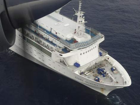 Crucero incendiado llegará mañana a la isla de Desroches