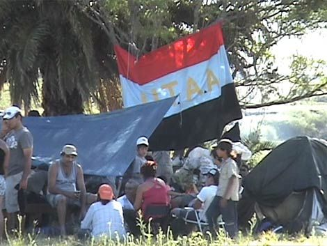 Cañeros quemaron gomas en Ciudad Vieja y llaman a ocupar tierras