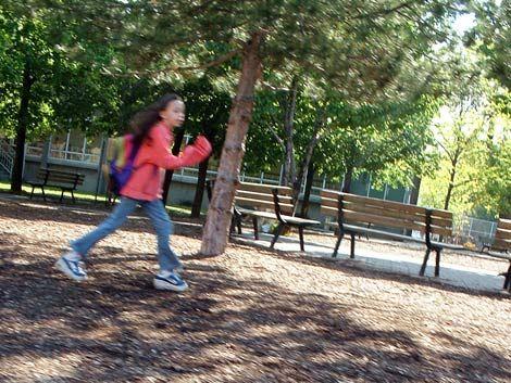 Niña muere después de correr tres horas por castigo de madrastra