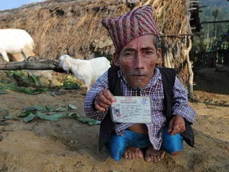 Hombre de Nepal dice ser el más pequeño del mundo