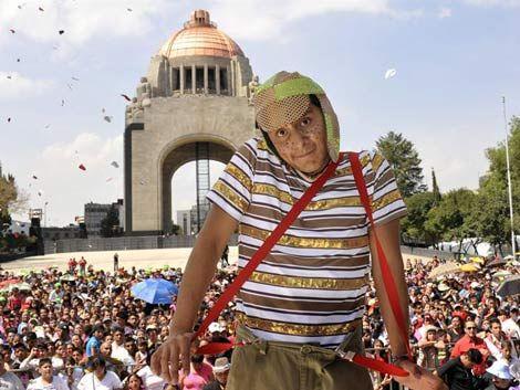 Unos 20.000 fanáticos bailaron en honor al Chavo del Ocho