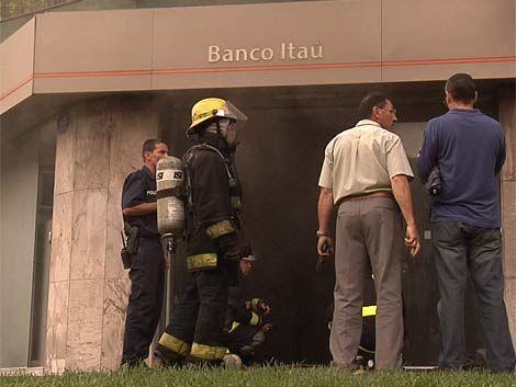 Por incendio en banco hubo que evacuar vecinos de Tres Cruces