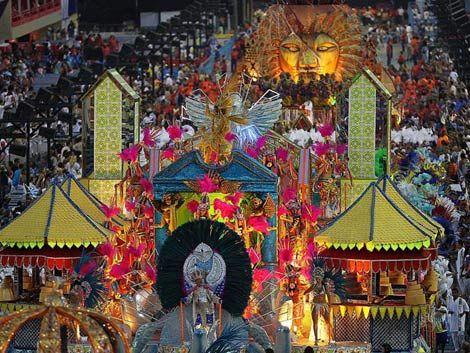 La samba se apoderó de Río en el primer día de Carnaval