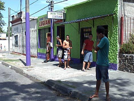 Violento robo en barrio Ituzaingó; vecinos se movilizan