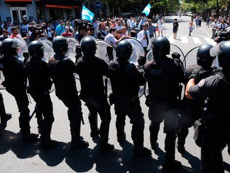 Policía reprime a ex soldados de Malvinas que cortaban 9 de Julio
