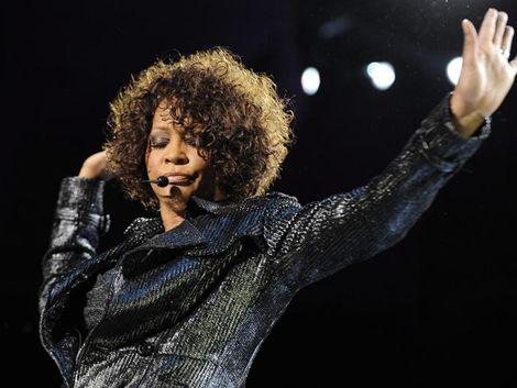 La muerte de Whitney Houston disparó las descargas digitales