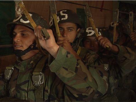 Militares uruguayos aprenden paracaidismo