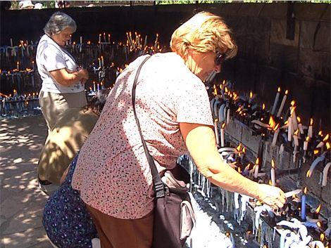 Miles de fieles hicieron sus pedidos a la Virgen de Lourdes