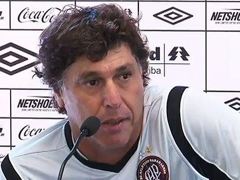 Juan Ramón Carrasco explicó en portuñol el jogo del Paranaense
