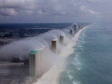 Fotos muestran tsunami de nubes sobre edificios de Miami