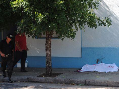 Mujer fue asesinada de siete puñaladas por su pareja en Carmelo