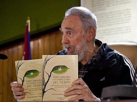 Fidel Castro reapareció en público y presentó libro de memorias