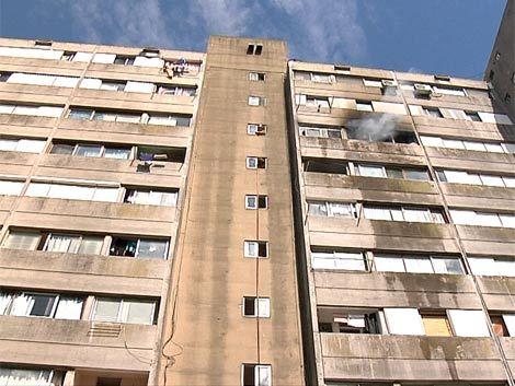 Incendio y evacuación en una de las torres de Euskal Erría