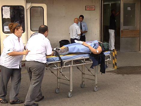 Hospital Maciel desbordado: pacientes esperan horas por una cama
