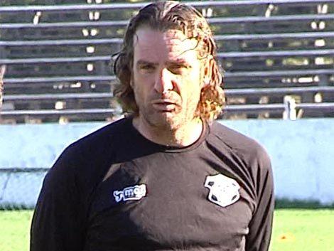Daniel Carreño viajó a Chile a firmar contrato con el Palestino