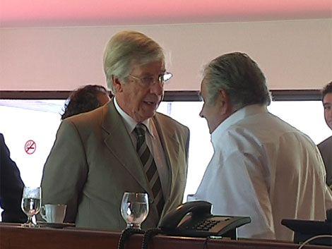 Astori ganó la pulseada a Mujica en proyecto de rebaja del IVA