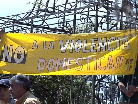 Compañeros de joven asesinada se manifestaron en el Prado