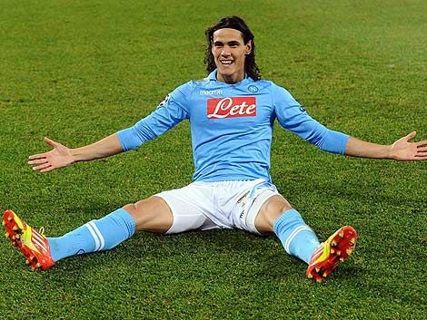 Cavani marcó los dos goles de la victoria del Nápoles