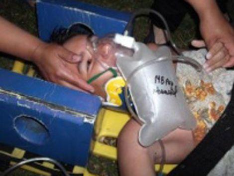 Dramático rescate de un niño atrapado en una alcantarilla