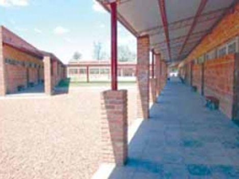 En liceo de Salto eliminan sala de docentes para poner futbolito