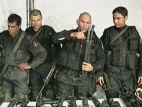 Decomisan 69 fusiles en favelas de Rio de Janeiro