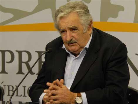 Mujica convoca a cumbre con líderes políticos