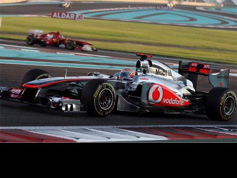 Victoria de Hamilton y abandono del campeón Sebastian Vettel
