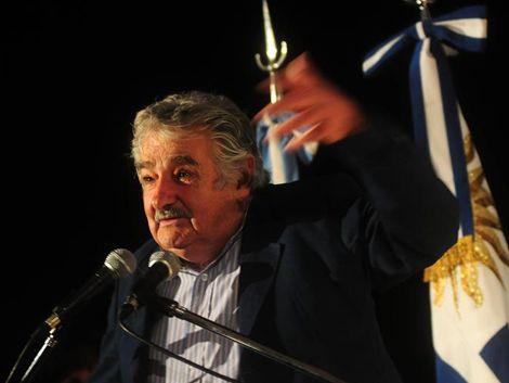 Mujica aseguró que las relaciones con Francia están bárbaras