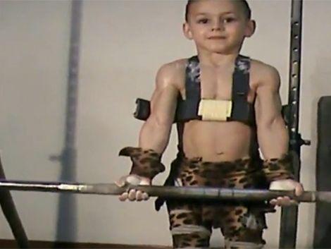 A los 7 años Guinness lo considera el niño más fuerte del mundo