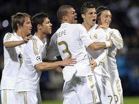 Real Madrid goleó y el Barza se salvó en el último minuto