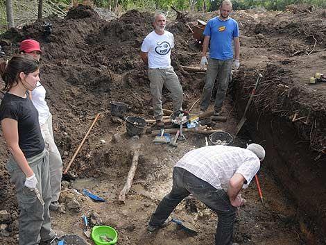 Antropólogos: hay restos en Batallones 13