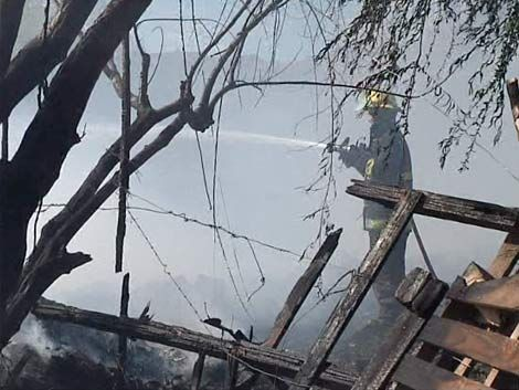 Incendio dejó a tres familias en la calle en Tres Ombúes