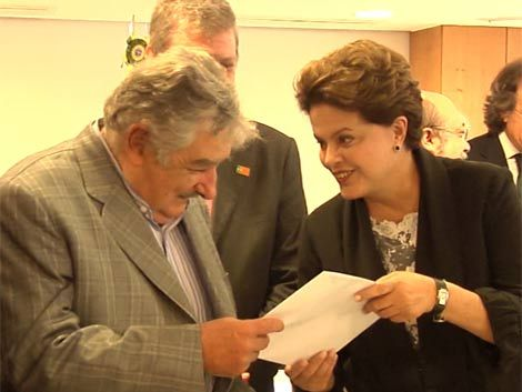 Mujica viaja a Brasil acompañado por ocho ministros de Estado