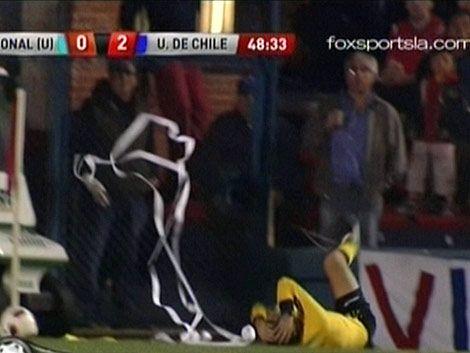 Nacional - U de Chile suspendido por agresión a un línea