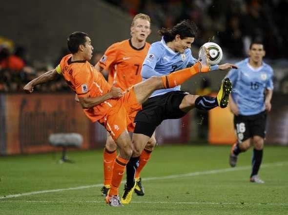 Adinet TV trasmitirá hoy el partido Uruguay-Holanda para el mundo